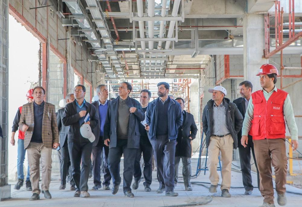 بازدید دکتر جهانگیری از پروژه هتل سیرجان بهمن 98